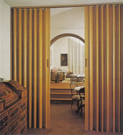 Puertas iregu s a puertas plegables de madera y p v c for Puerta corrediza de madera